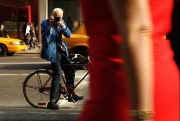 Bill Cunningham photographing on street